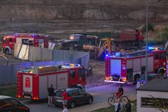 Auto der Feuerwehr in der Aktion auf der Straße von Pruszcz Gdanski Stockfotos