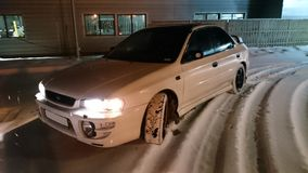 Auto in der Nacht, Winter Lizenzfreie Stockfotografie