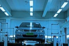 Auto in der Werkstatt Stockfotos