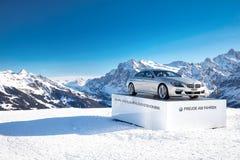 Auto di BMW sulla cima della regione dello sci di Jungraujoch Fotografie Stock Libere da Diritti