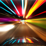 Auto die in de tunnel reist royalty-vrije stock afbeeldingen