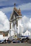 Auto die, Kathedraal van Copacabana, Bolivië zegent Royalty-vrije Stock Foto