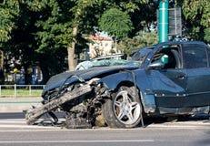 Auto die na ongeval wordt vernietigd Stock Fotografie