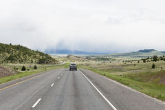 Auto die op weg reist Royalty-vrije Stock Afbeeldingen