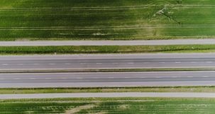 Auto die weg luchtmening overgaan stock videobeelden
