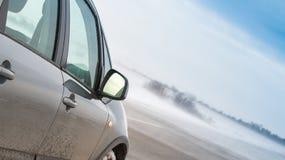 Auto in einem Blizzard Stockbild