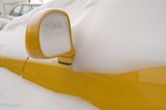 Auto in einem Schnee. Stockfoto