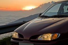 Auto en zonsondergang Stock Afbeeldingen