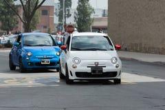 Auto FIATS 500 Abarth auf Anzeige Stockfotos