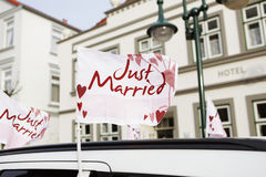 Auto-Flagge gerade geheiratet Stockbild
