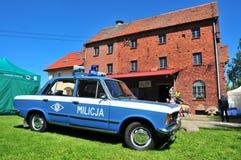 Auto FSO Fiat 125p Milicja von komunist Zeiten lizenzfreie stockfotos