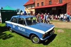 Auto FSO Fiat 125p Milicja von komunist Zeiten lizenzfreies stockbild