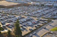 Auto gedrängter Parkplatz Stockfotografie
