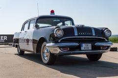 Auto gefahren von der Landstraßen-Patrouille in Europa Lizenzfreie Stockfotografie