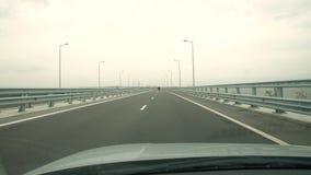 Auto geht auf der Autobahn stock video footage
