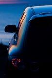 Auto geparkter übersehenozean lizenzfreies stockbild