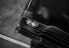 Auto-Haube im Parkplatz stockbilder