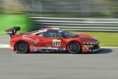 Auto Herausforderung EVO Ferraris 458 auf Monza-Bahn - Ferrari-Herausforderung im April 2015 stockfoto
