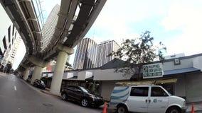 Auto het drijven door Miami Van de binnenstad stock footage