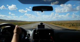 Auto het Drijven op Toneel de Wegpov Standpunt van Amerika stock videobeelden