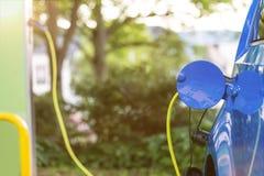 Auto huidig benzinestation royalty-vrije stock afbeeldingen