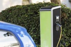 Auto huidig benzinestation stock afbeeldingen