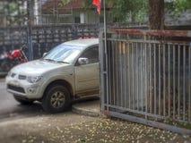 Auto illegal geparkt in Thailand stockfotos