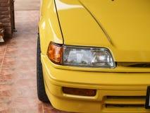 Auto im Gelb Stockfotos