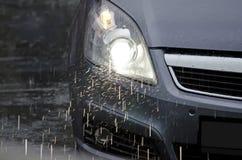 Auto im Regen Stockfotografie