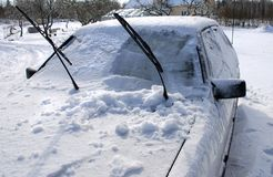 Auto im Schnee Lizenzfreies Stockbild