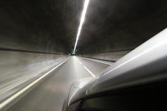 Auto im tunel Lizenzfreies Stockbild