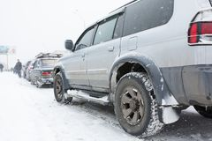 Auto ist in einem Stau auf dem Weg nach Kiew, Ukraine Lizenzfreie Stockfotos