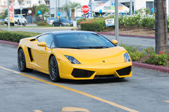 Auto Lamborghinis Gallardo auf Anzeige stockfotografie