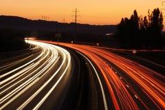 Auto Leuchte-Spuren lizenzfreie stockfotos