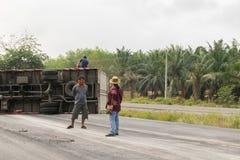 Auto-LKW-Unfall vom Auto-LKW-Unfall auf der Straße Stockbild