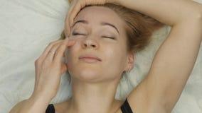 Auto-massagem facial antienvelhecimento exercícios para a anti pele de cessão video estoque