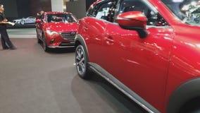 Auto Mazdas CX 3 auf Anzeige an der 35. internationalen Bewegungsausstellung Thailands stock video