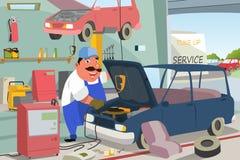 Auto mecânico Fixing um carro na garagem Fotografia de Stock