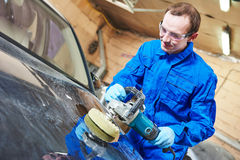 Auto mechanic polishing car Royalty Free Stock Photography