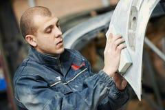 Auto mechanic polishing car Royalty Free Stock Photography