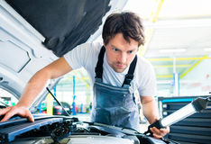 Auto mechanic working in car service Stock Photography