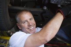 Auto mechanik Pracuje Na samochodzie Obrazy Royalty Free