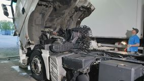 Auto mechanika czekanie gdy kabina ciężarówka puszek zbiory