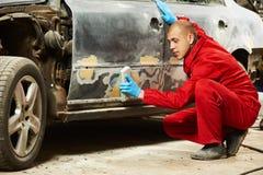 Auto mechanika polerowniczy samochód Zdjęcia Royalty Free