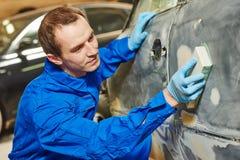 Auto mechanika polerowniczy samochód Obrazy Royalty Free
