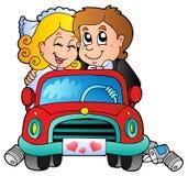 Auto met huwelijkspaar Stock Afbeeldingen