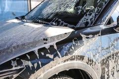 Auto met schuim wordt behandeld dat royalty-vrije stock fotografie