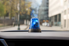 Auto mit drehender Notbeleuchtung Stockfoto