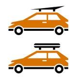Auto mit Gepäckdachzahnstangenikone Stockbilder