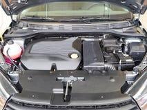 Auto mit offener Haube batterie Lizenzfreies Stockbild
